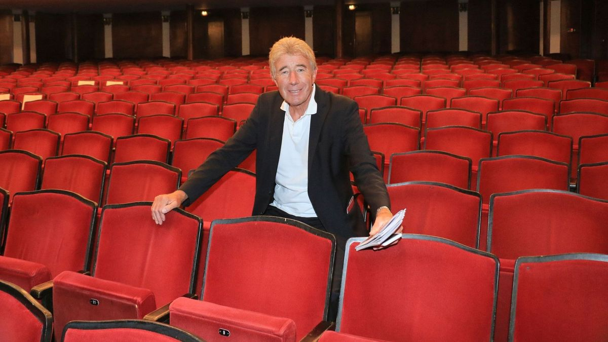 Der Intendant in der Komödie im Bayerischen Hof