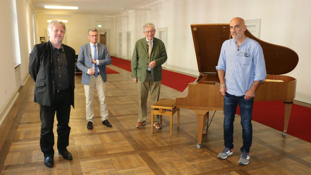 Bernd Schweinar (links), Bernd Sibler, Thomas Goppel (Musikrat, links), Axel Ballreich (rechts)