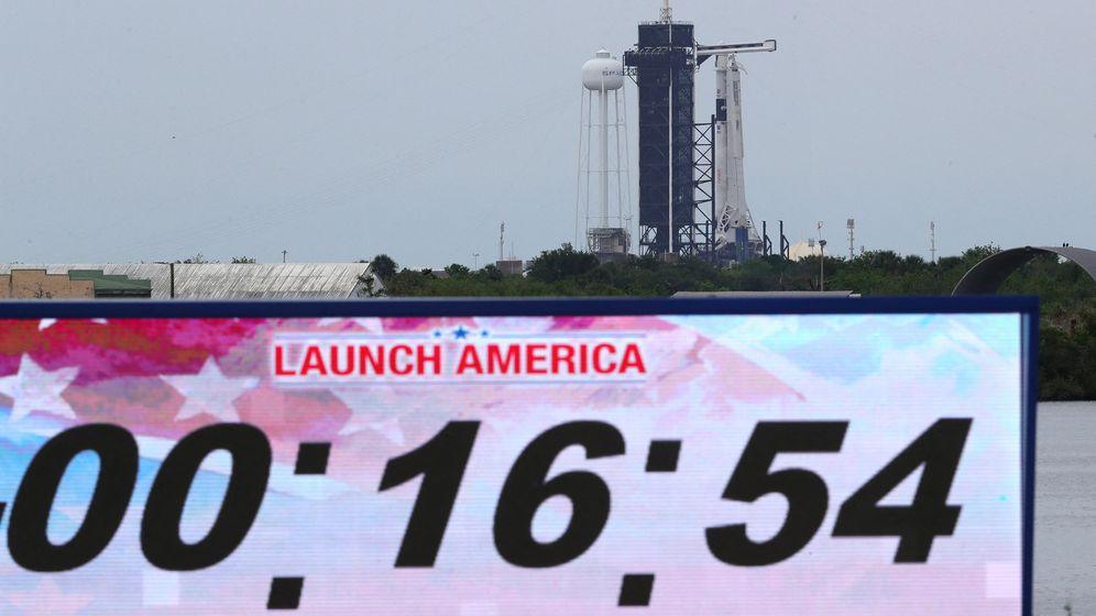 SpaceX bricht Start ins All wegen schlechten Wetters ab    Bild:dpa/picture-alliance/abaca
