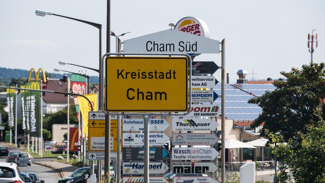 Ortsschild der Kreisstadt Cham.