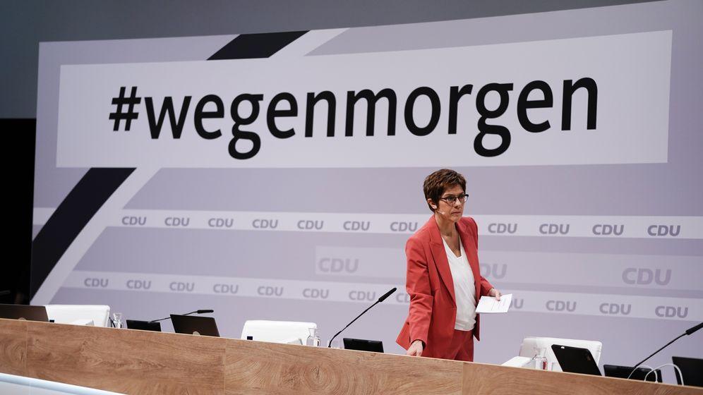 Annegret Kramp-Karrenbauer vor ihrer Abscheidsrede als CDU-Vorsitzende | Bild:picture alliance/dpa | Michael Kappeler