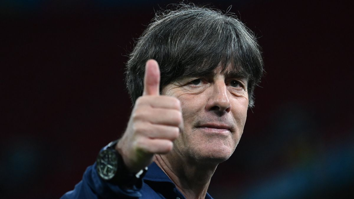 Daumen hoch bei Bundestrainer Joachim Löw