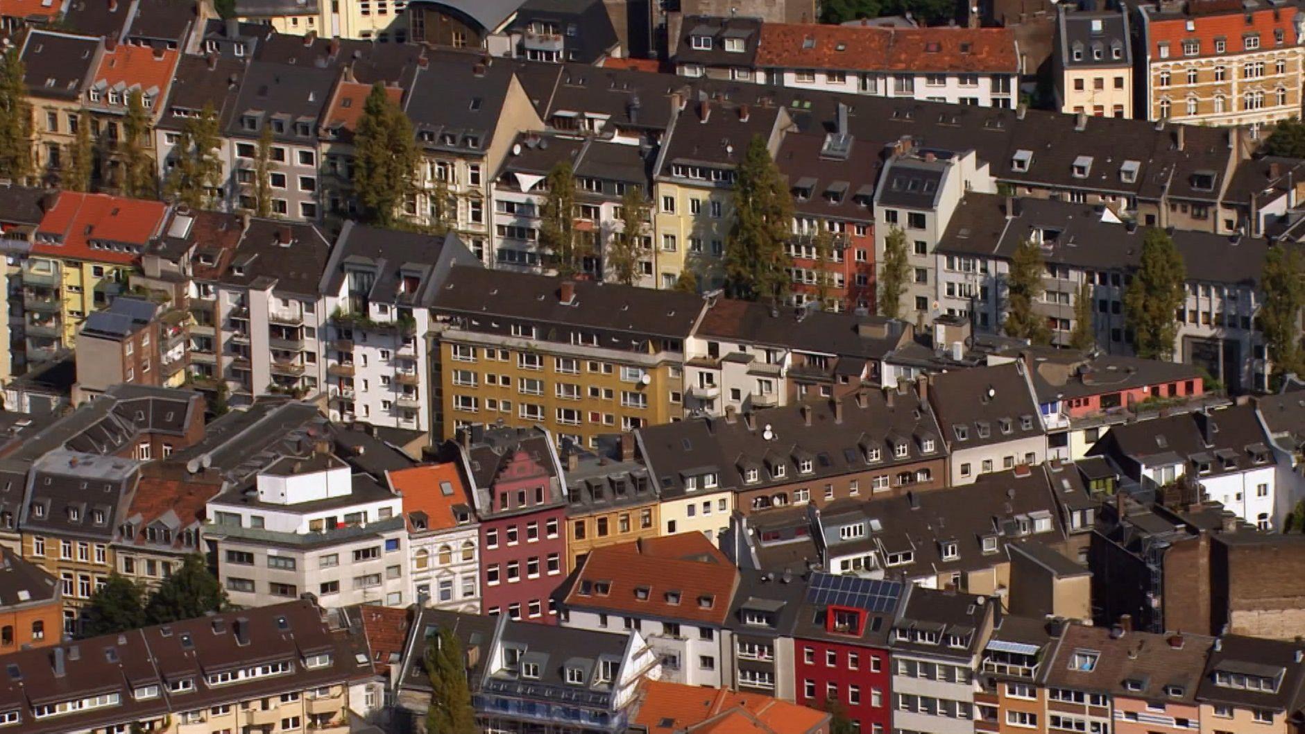 Häuserzeilen in der Stadt