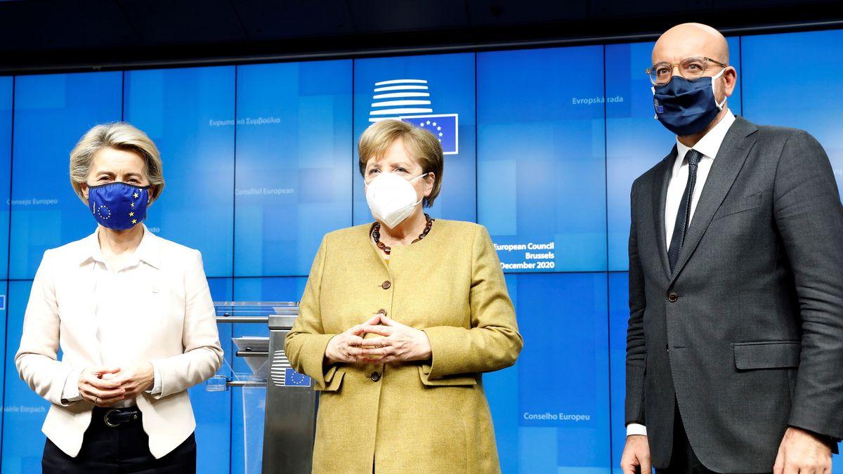 Ursula von der Leyen, Angela Merkel und Charles Michel (v.l.)