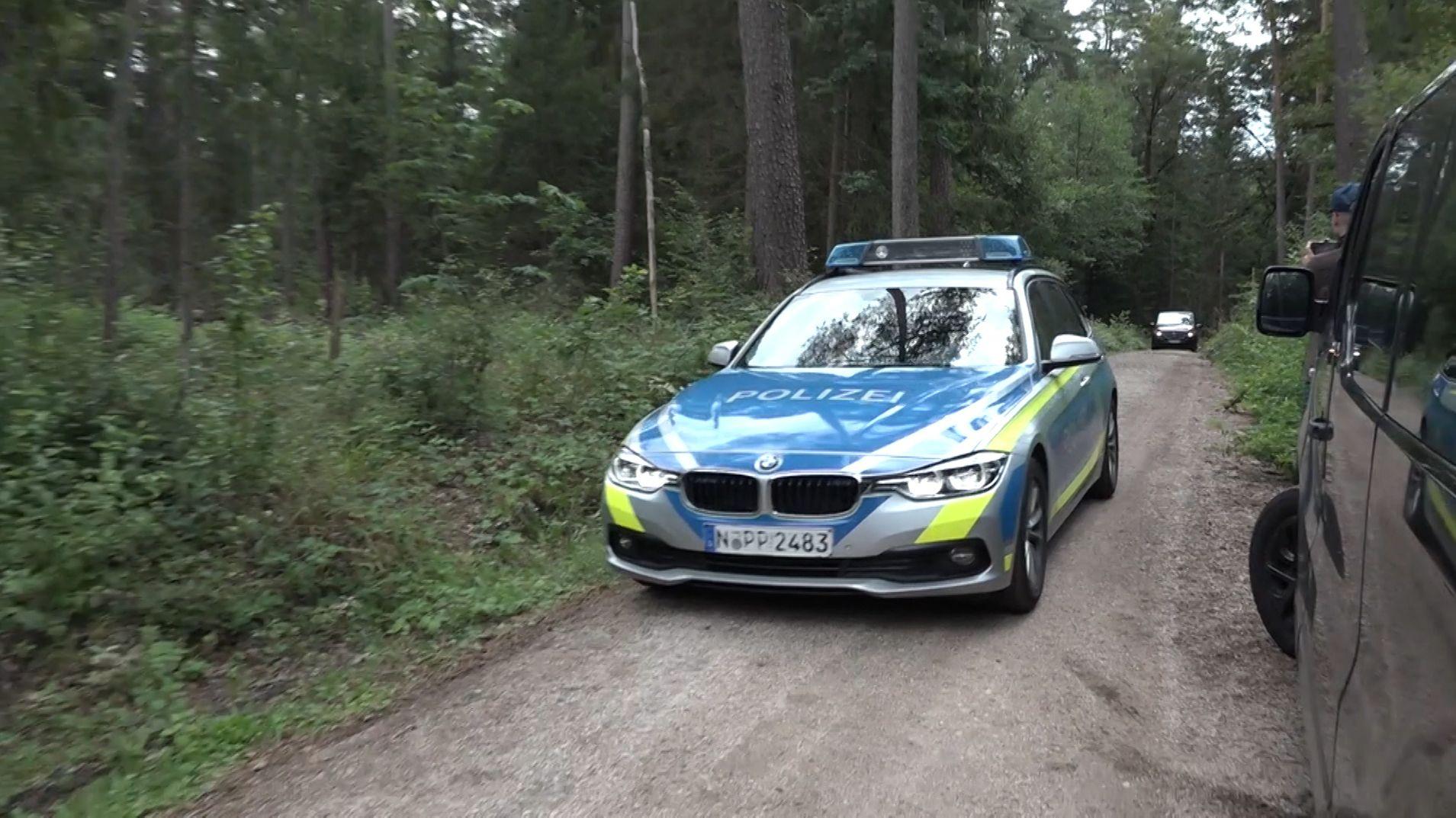 Polizeiauto im Wald bei Lauf