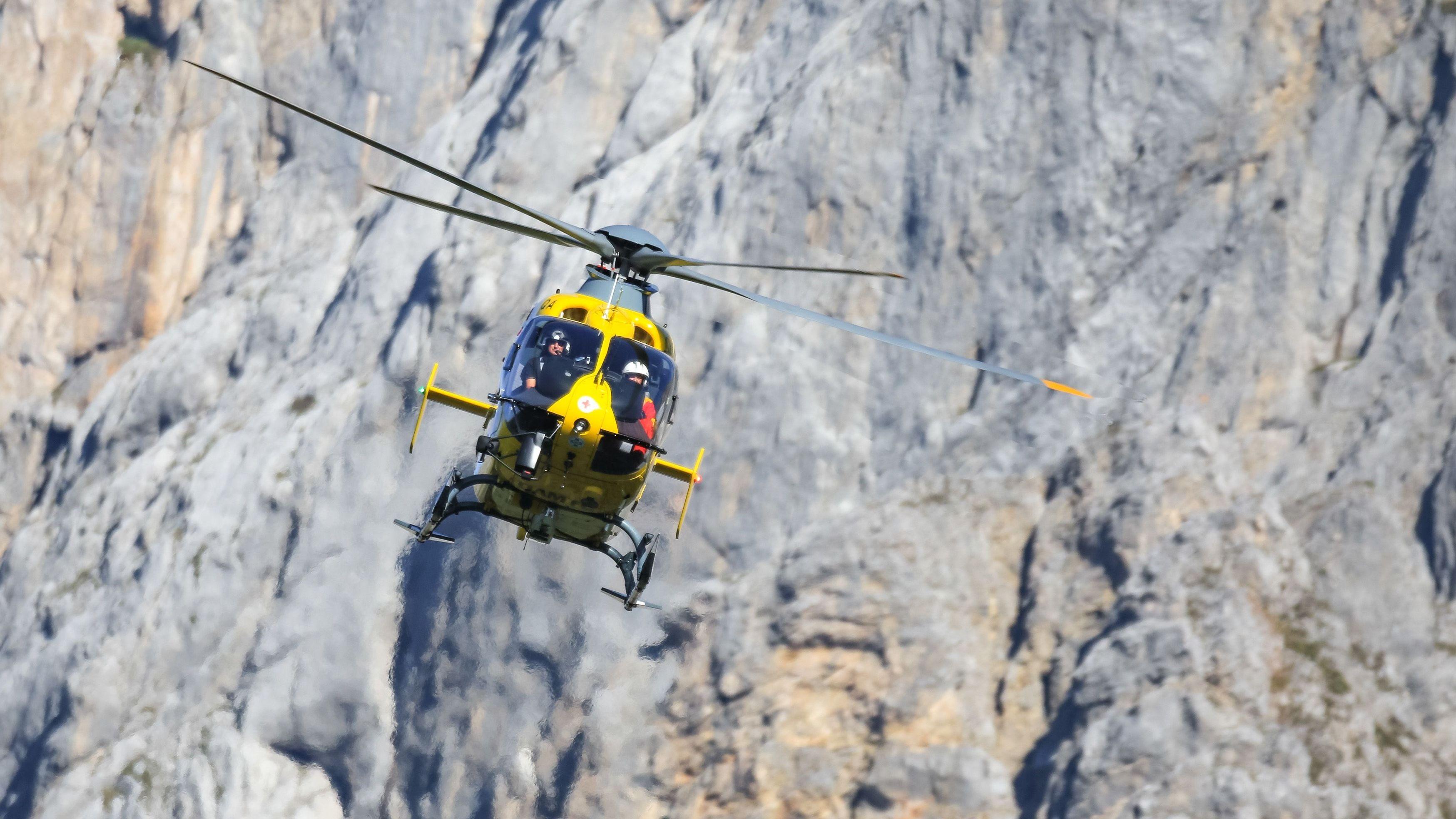 Flugrettung mit Notarzt-Hubschrauber.