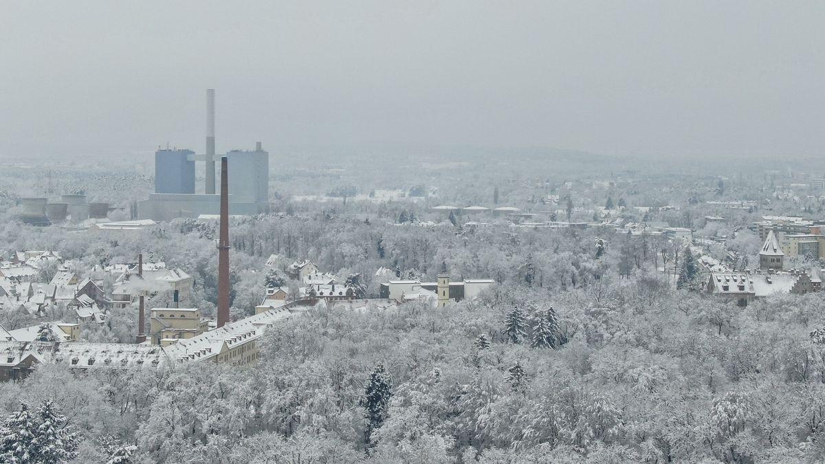 Großkraftwerk Franken und verschneites Nürnberg