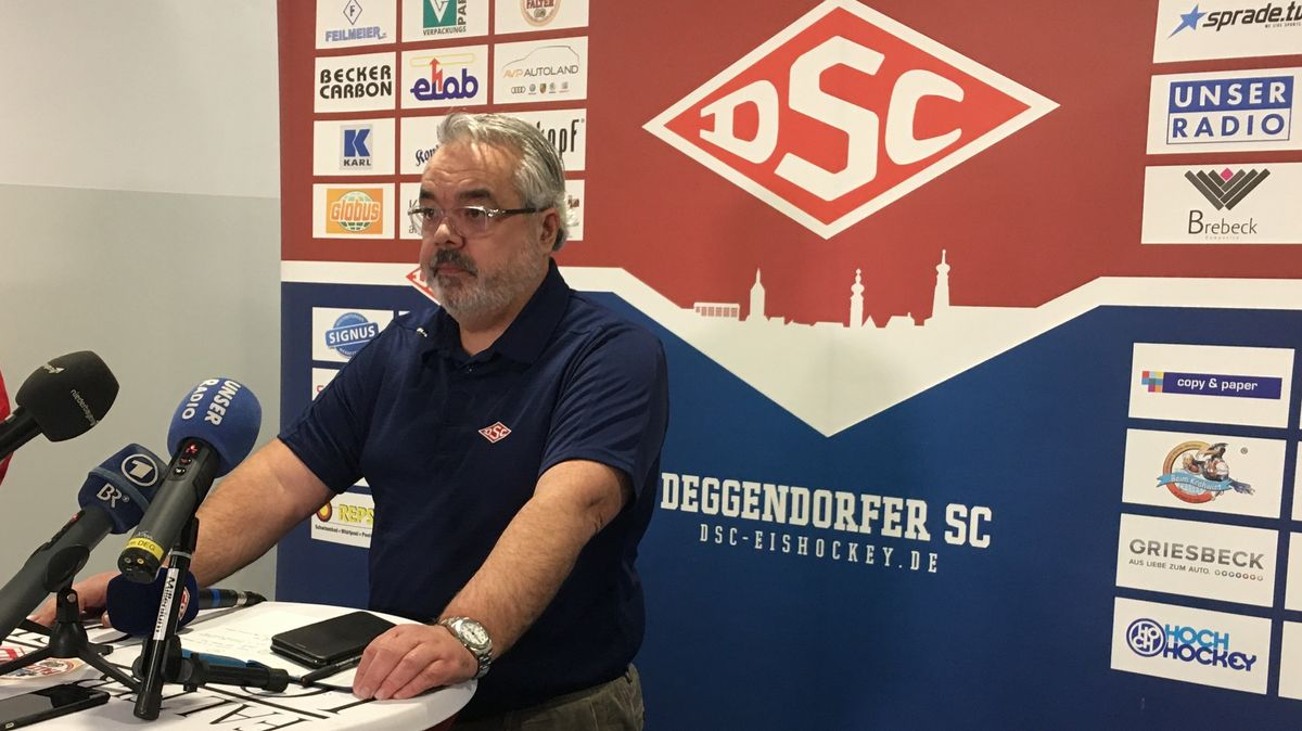 DSC-Vorstand Arthur Frank auf der Pressekonferenz