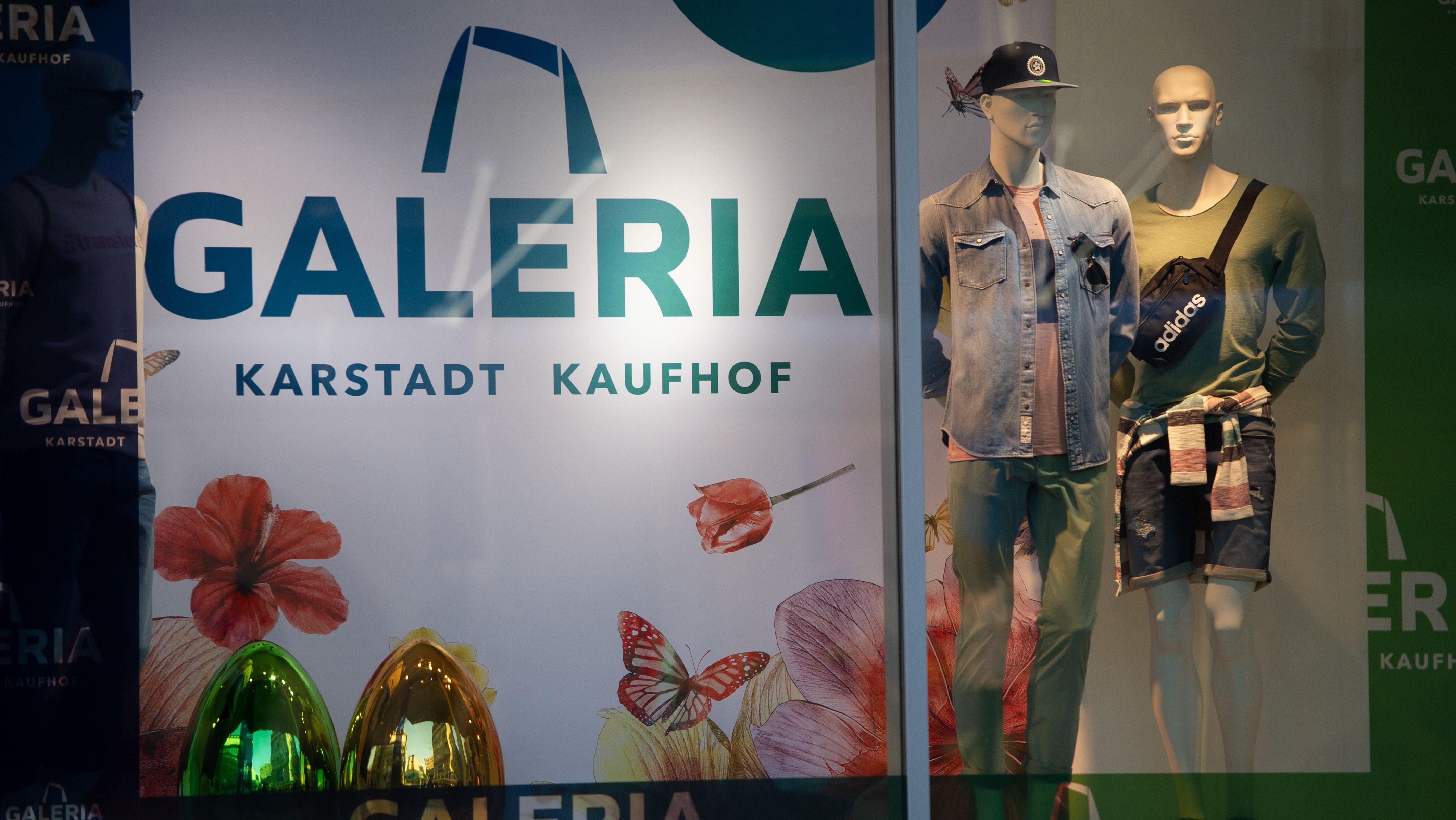 Das Schaufenster einer Filliale von Galeria Karstadt Kaufhof in Essen.