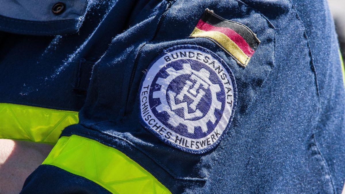 Das Symbol des Technischen Hilfswerks ist auf einer Jacke aufgestickt.