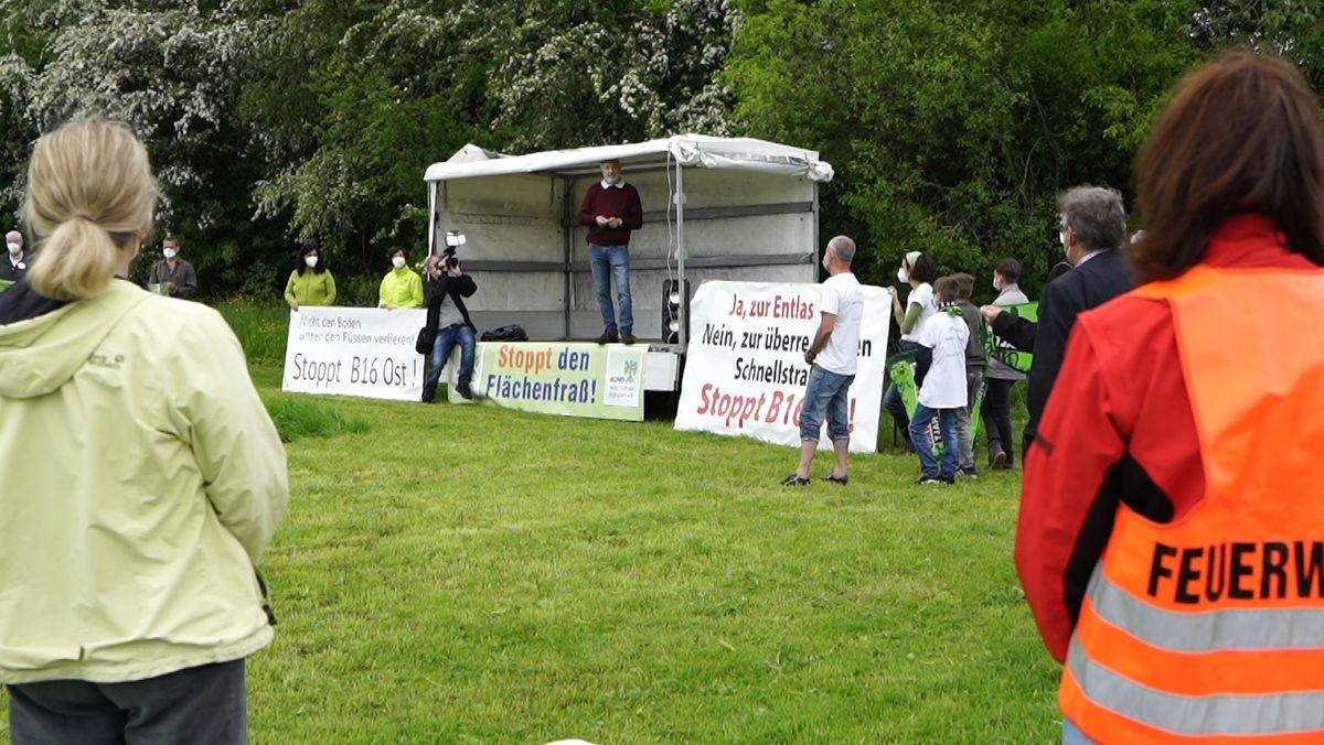 Der Protest gegen den Neubau der B16 war Teil eines bundesweiten Aktionstages.