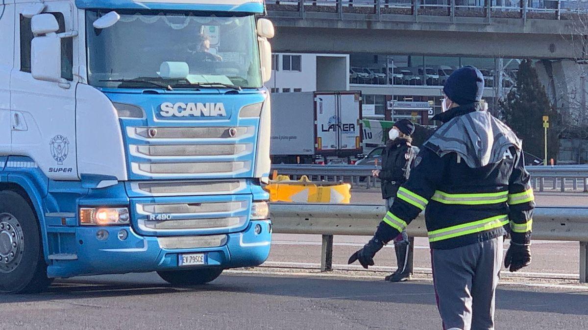 Lkw-Fahrer, die an der italienisch-österreichischen Grenze positiv getestet werden, müssen in Südtirol in Quarantäne.