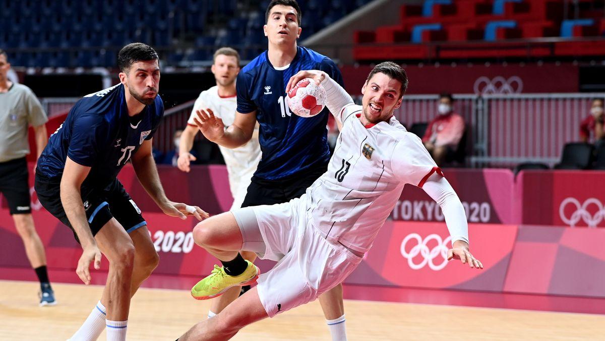 Olympisches Handball-Turnier: Finn Lemke (rechts) aus Deutschland in Aktion.