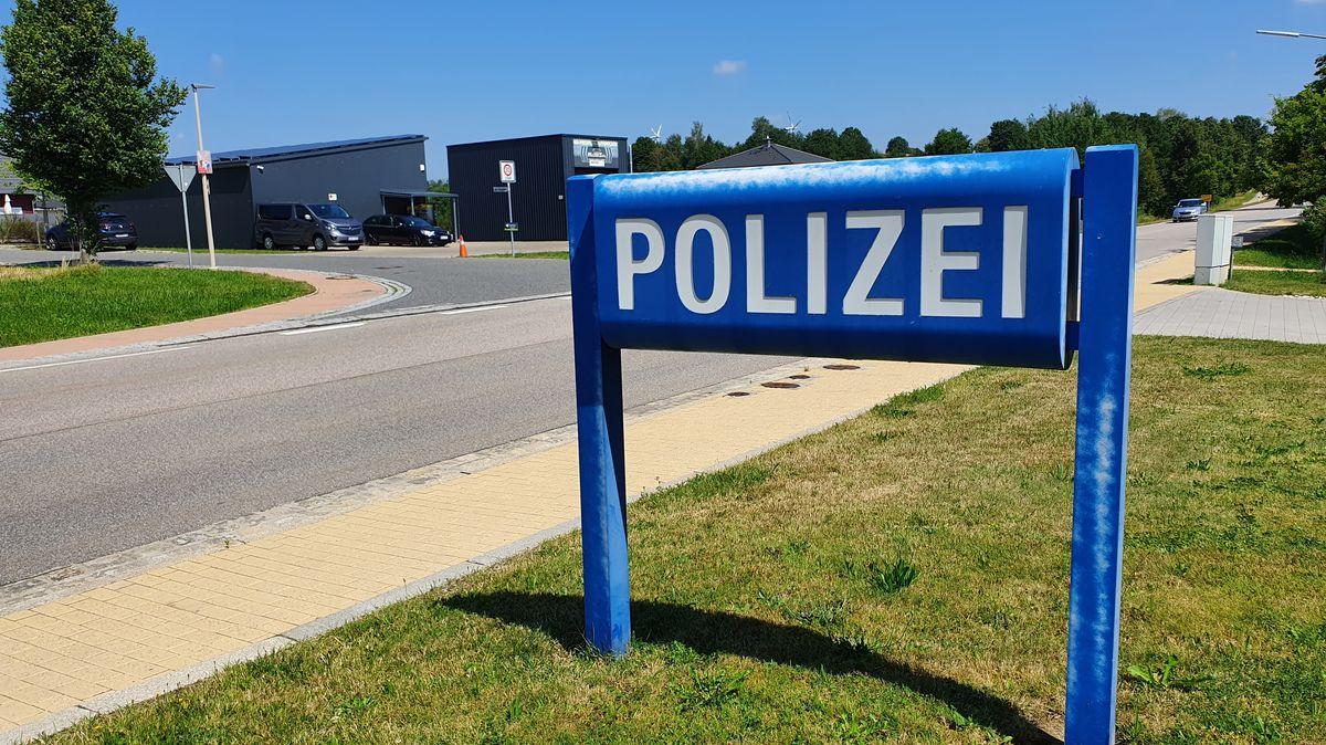 Das Polizeischild vor der Grenzpolizeiinspektion Waidhaus