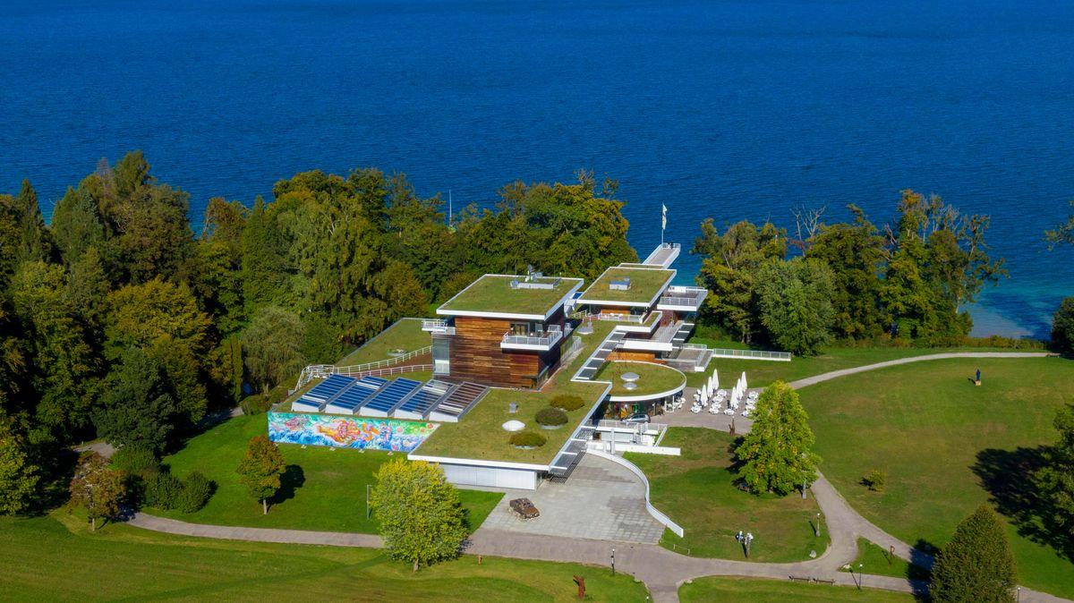 Das Buchheim Museum in Bernried am Starnberger See. Hier aus der Vogelperspektive mit Blick auf umliegendes Grün und See.
