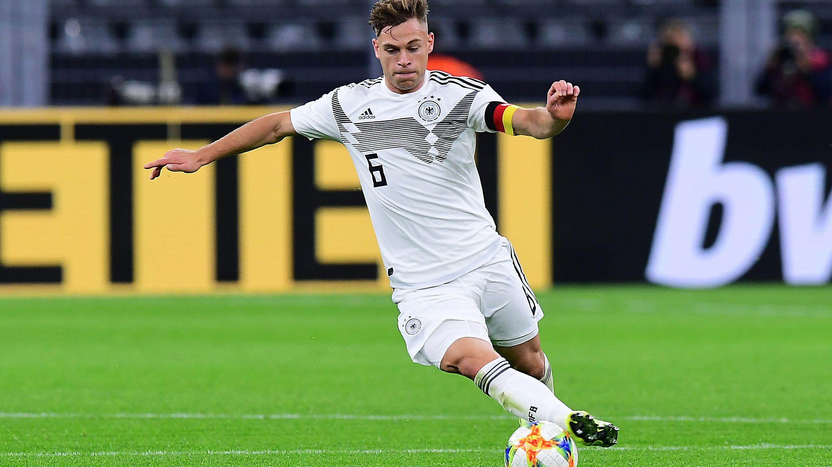 Zum ersten Mal führt Joshua Kimmich die DFB-Elf aufs Feld.