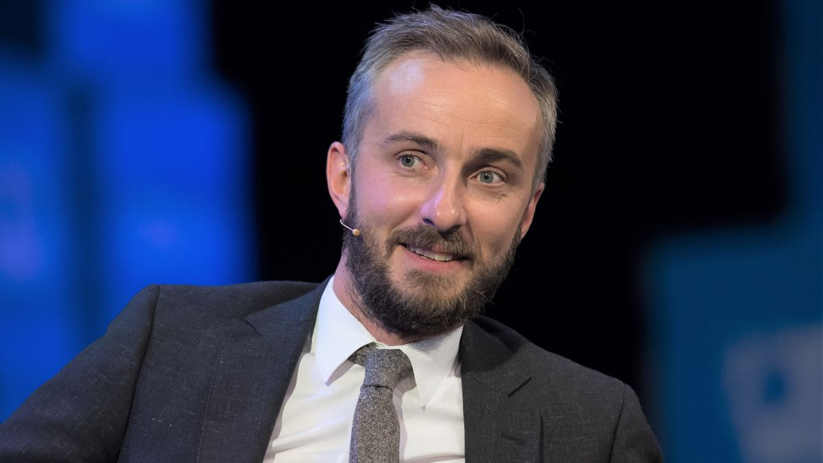 ZDF-Moderator mit grauer Krawatte