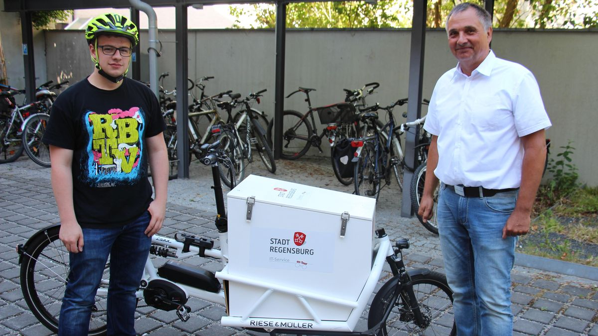 Lukas Pilney (links) und Thomas Kranert vom Amt für Informationstechnik in Regensburg