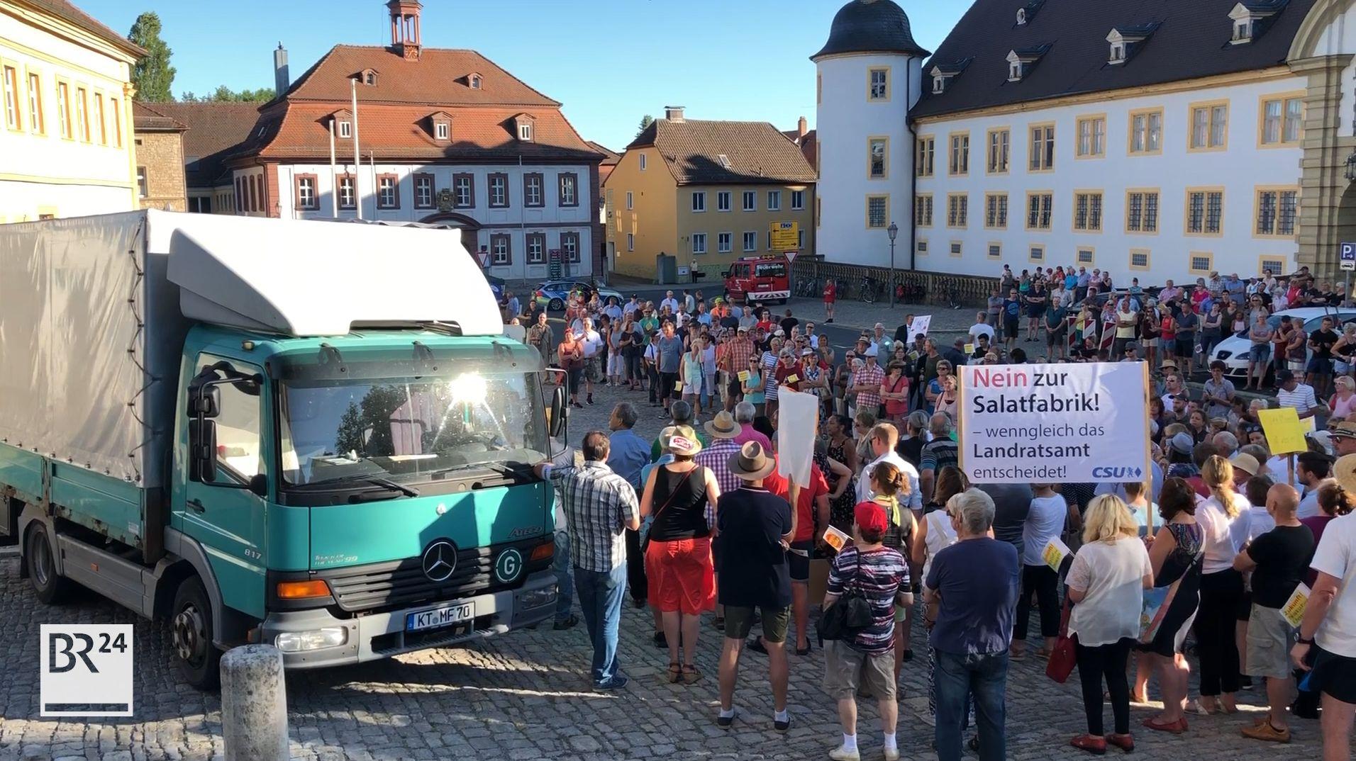 Demo gegen Salatfabrik