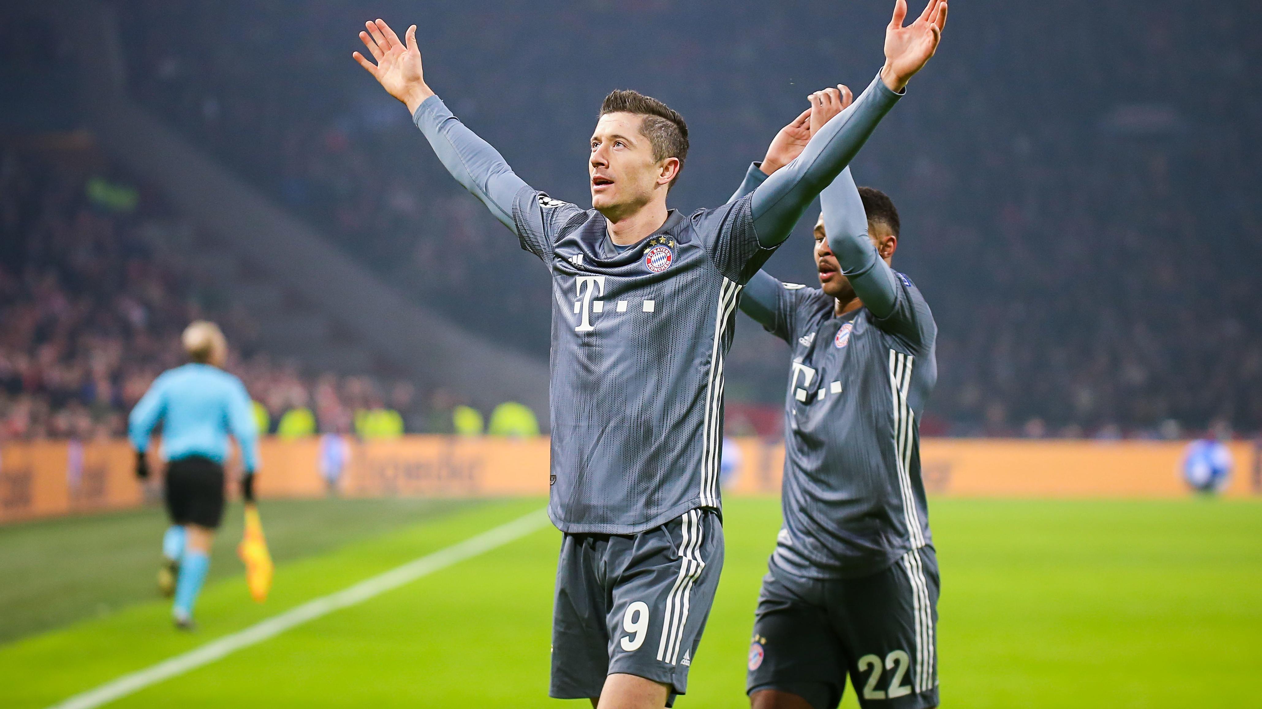 Robert Lewandowski trifft zum 1:0 für die Bayern