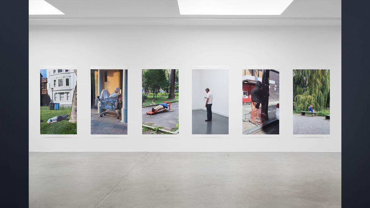 Wand mit 6 Filmstills von Lars Eidinger (Installationsansicht Ruttkowski68)