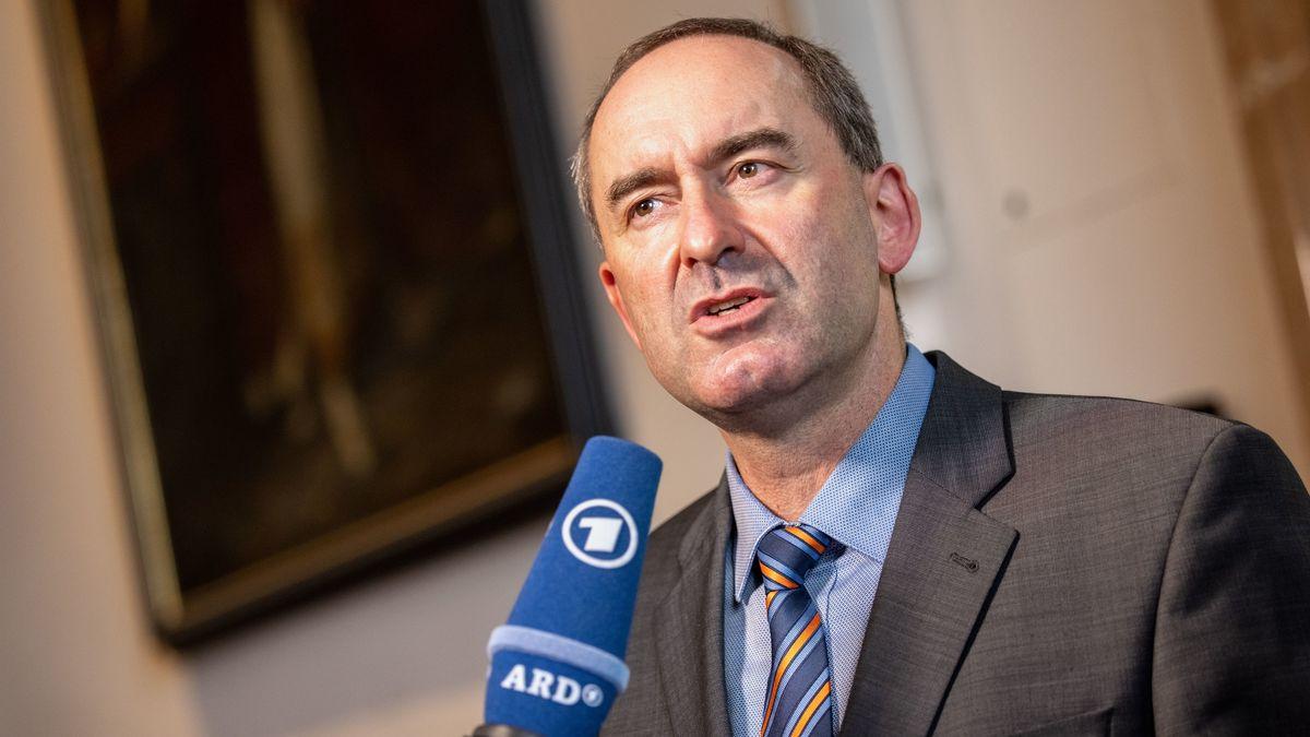 Gegen Bayerns Vize-Ministerpräsidenten und Freie-Wähler-Chef Hubert Aiwanger wird es kein Ordnungswidrigkeiten-Verfahren geben.