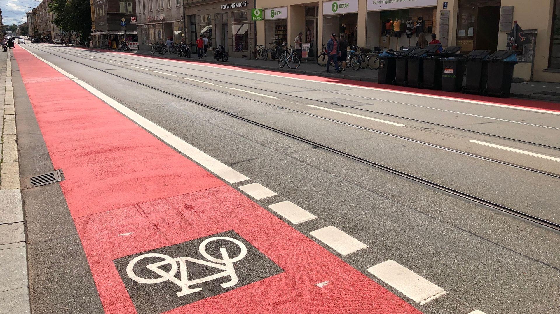 Autos müssen Rädern weichen - in der Münchner Fraunhoferstraße