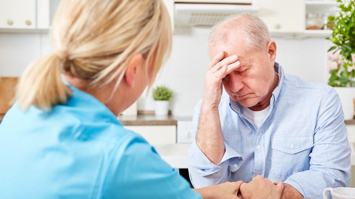 Forscher haben herausgefunden, dass wiederholt negatives Denken das Risiko für eine Demenz steigern kann.