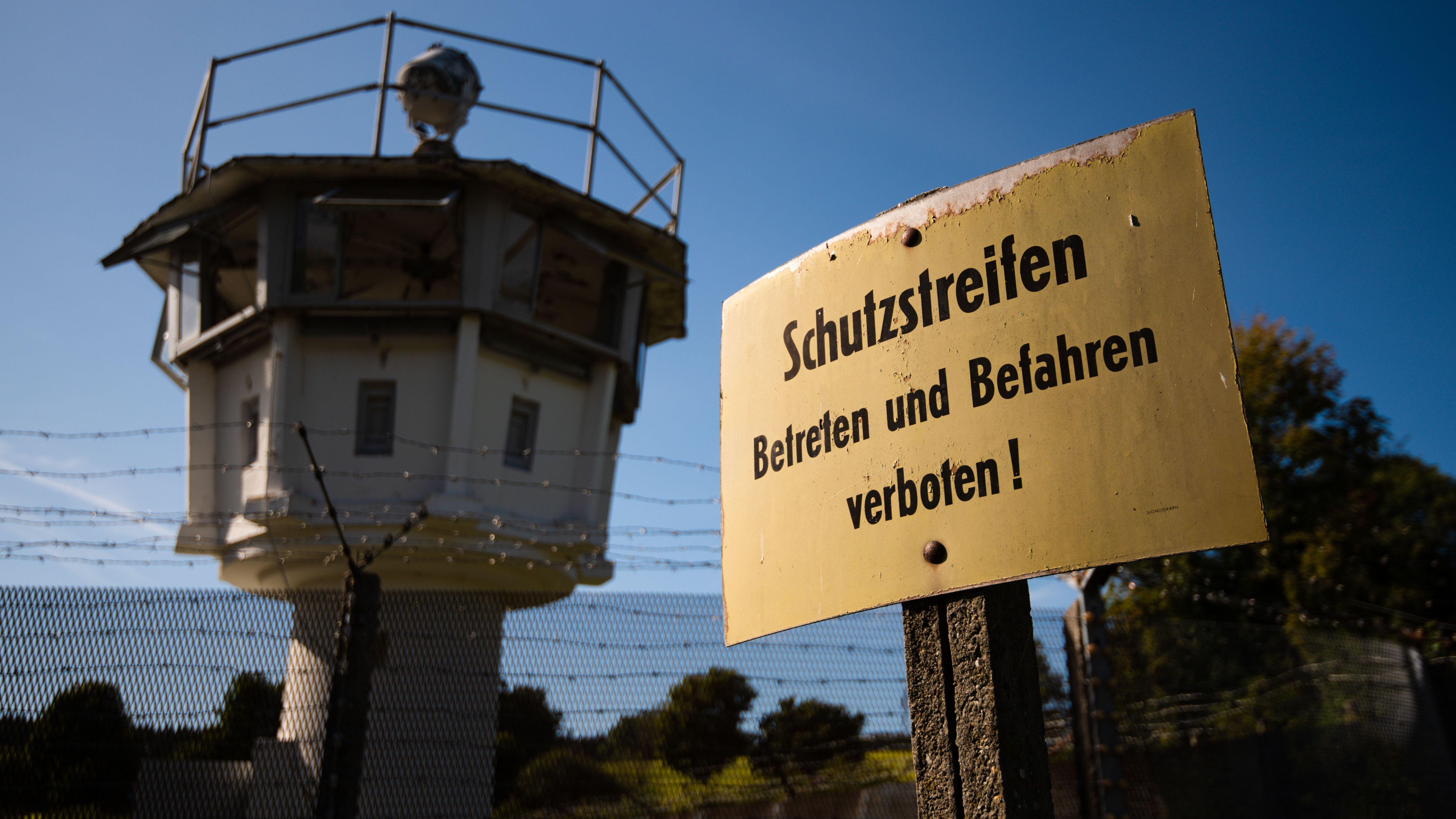 Originalteile der früheren Grenzanlage stehen auf dem Grundstück des Deutsch-Deutschen Museums in Mödlareuth