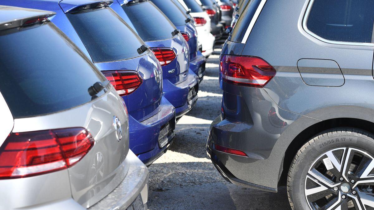 Volkswagen,VW Automobile stehen auf Halde und warten auf Abnehmer.
