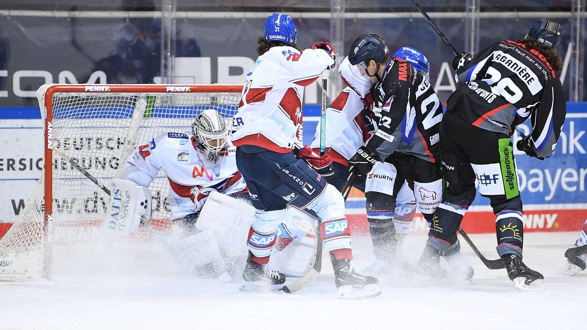 Eishockey-Spielszene Straubing - Mannheim