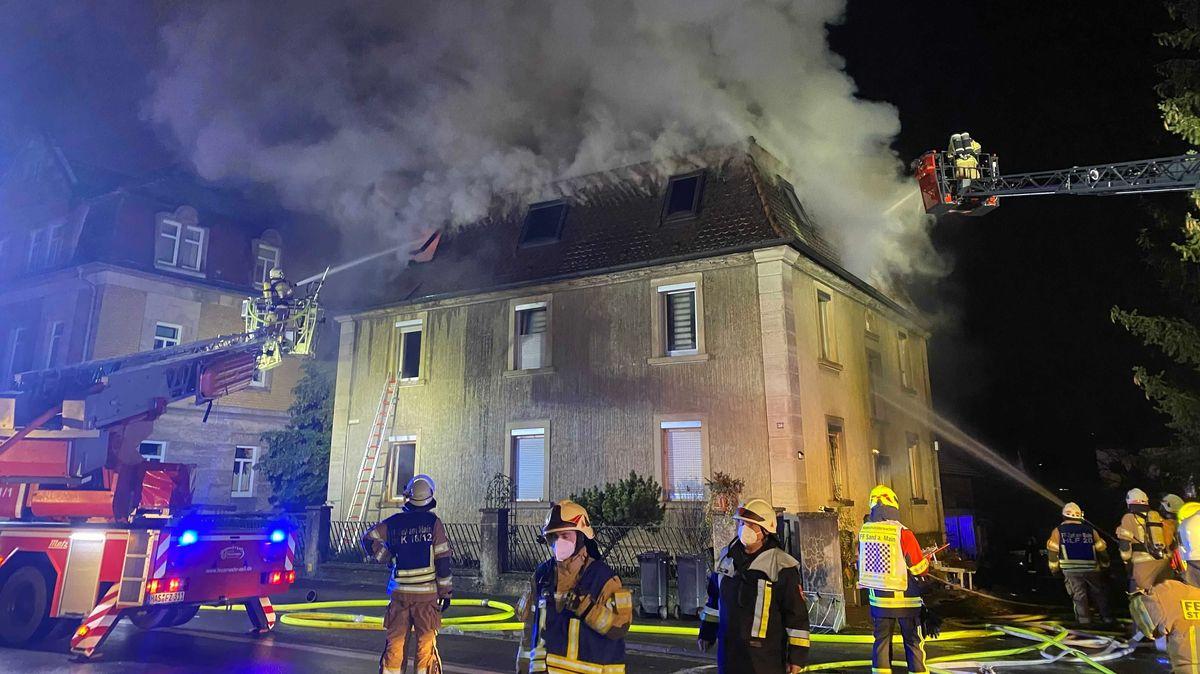 Feuerwehreinsatz bei Brand in Zeil am Main.