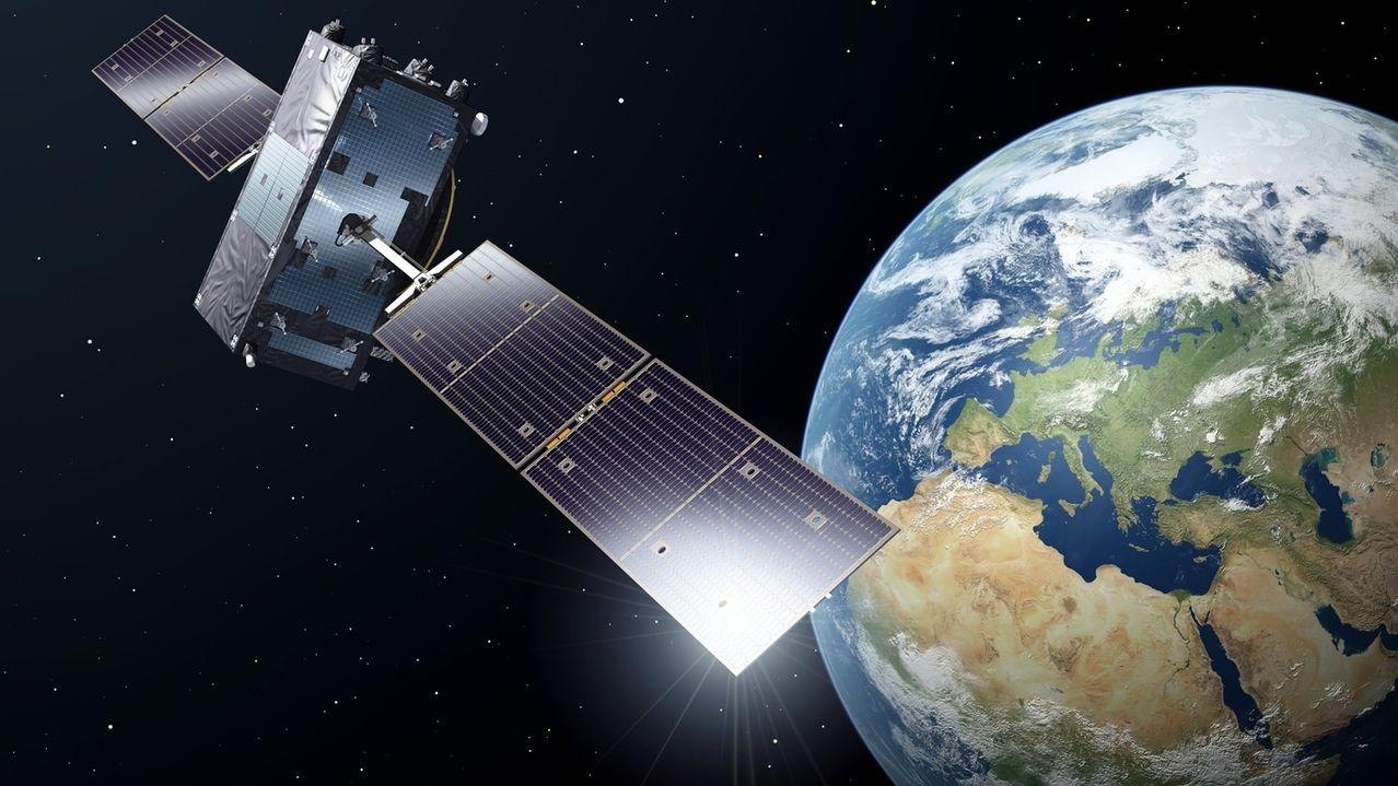 Diese undatierte Illustration der europäischen Raumfahrtbehörde ESA zeigt die künstlerische Darstellung eines Galileo-Full-Operational-Capacity-Satelliten (FOC).