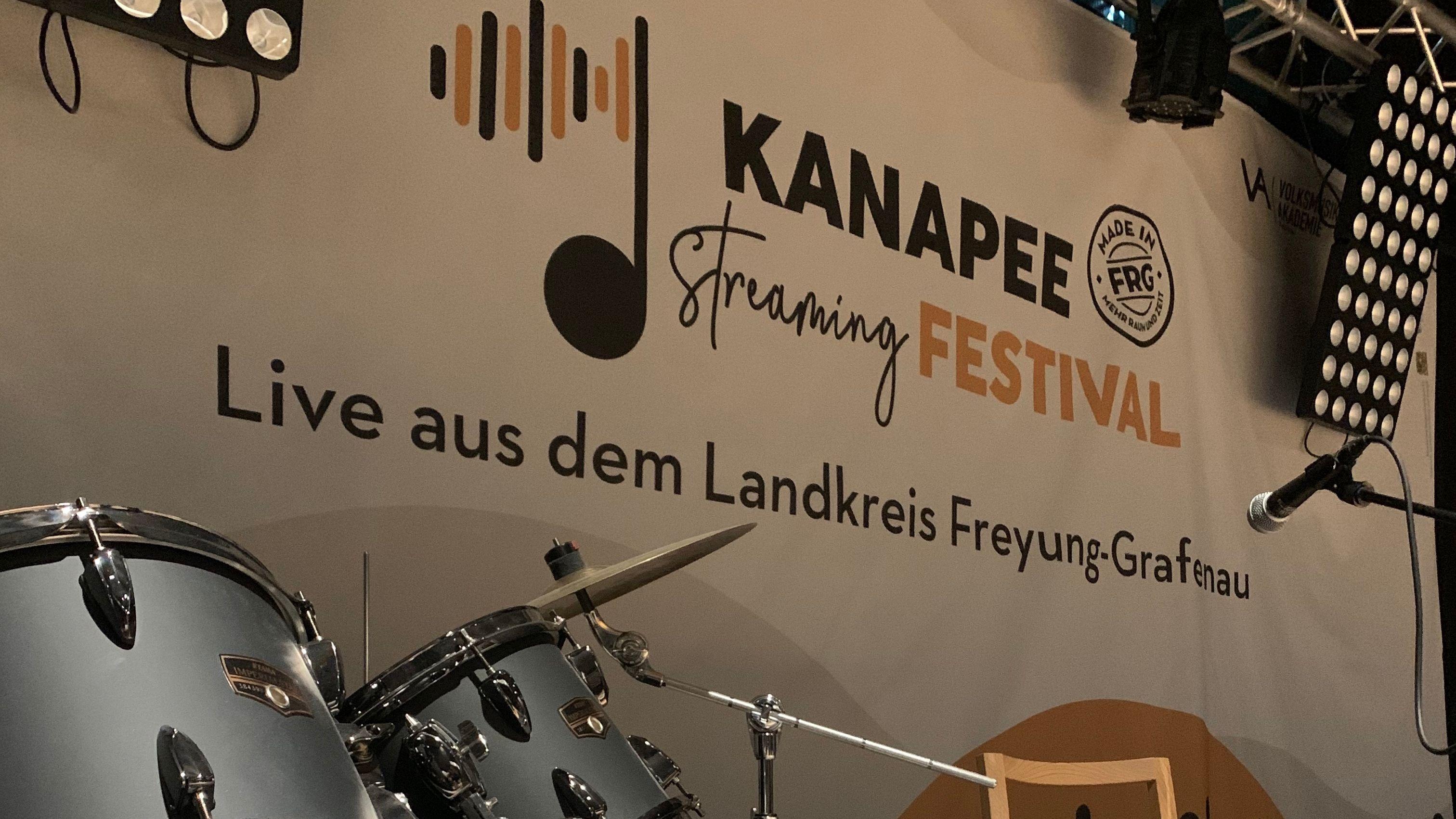 """Die Bühne des """"Kanapee Streaming Festivals"""""""