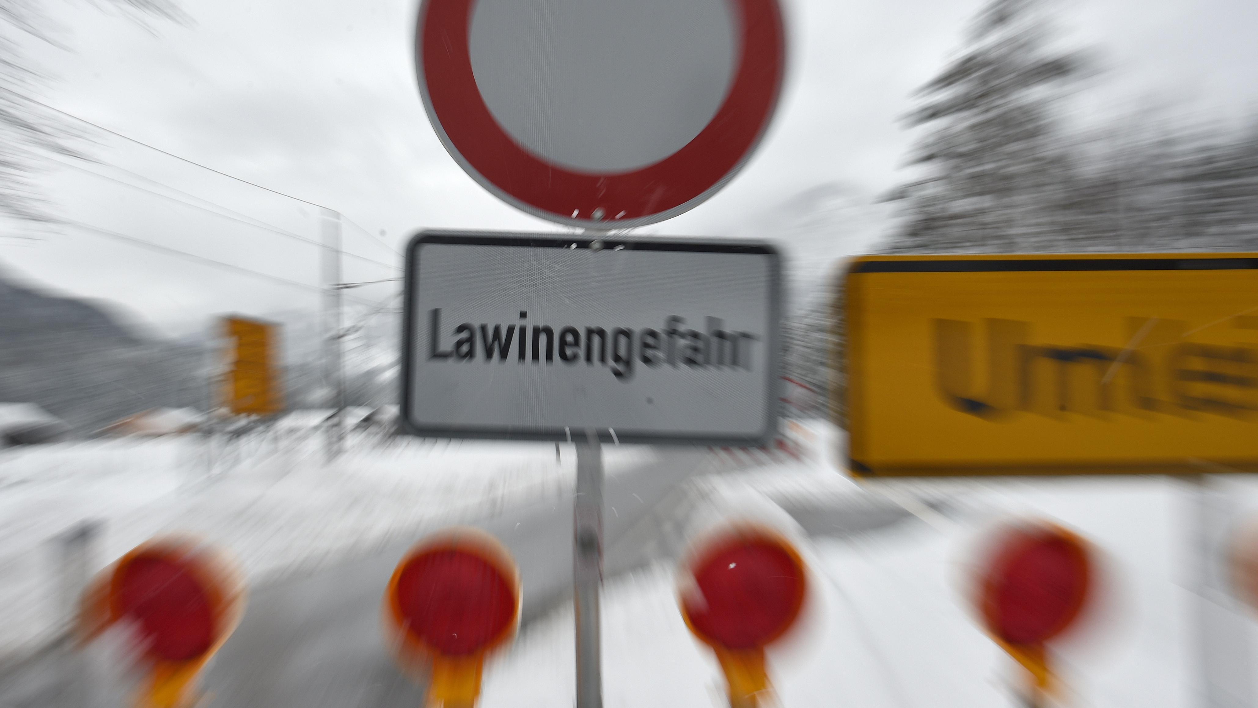 Straßensperrung wegen Lawinengefahr