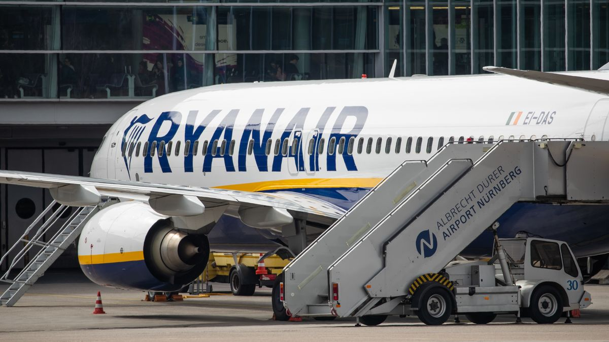 Ryanair-Maschine am Flughafen Nürnberg