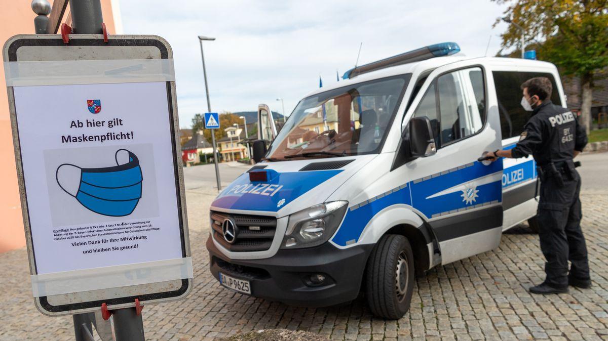 Polizeifahrzeug in der Innenstadt von Berchtesgaden, aufgenommen am 21.10.20.