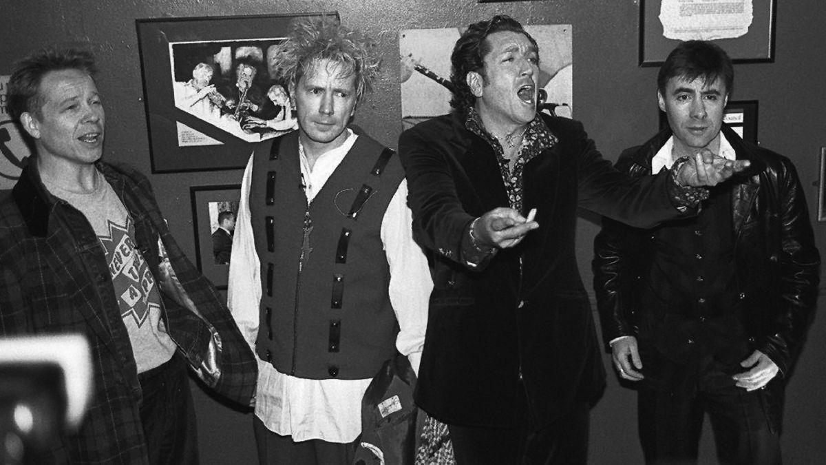 Die Musiker bei der Wiedervereinigung der Band 1996