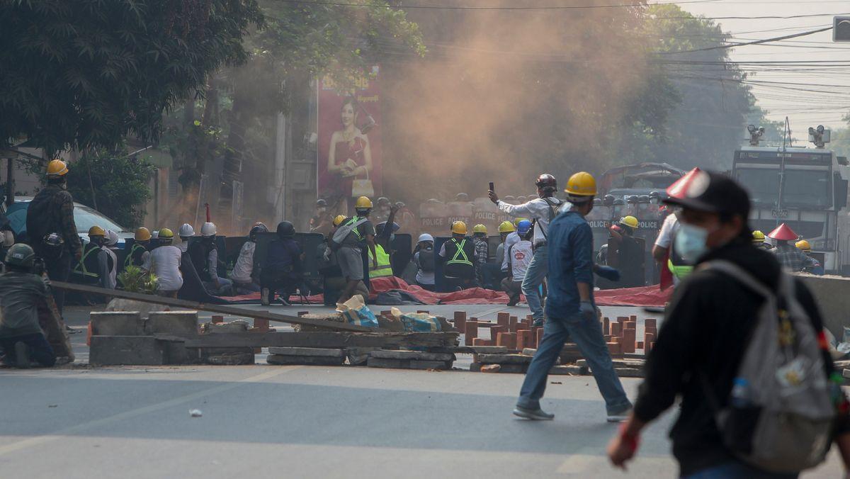 Gewaltsame Proteste in Myanmar