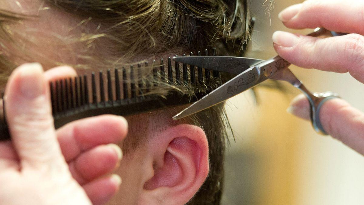 Noch mehr als zwei Wochen bleiben Friseursalons geschlossen