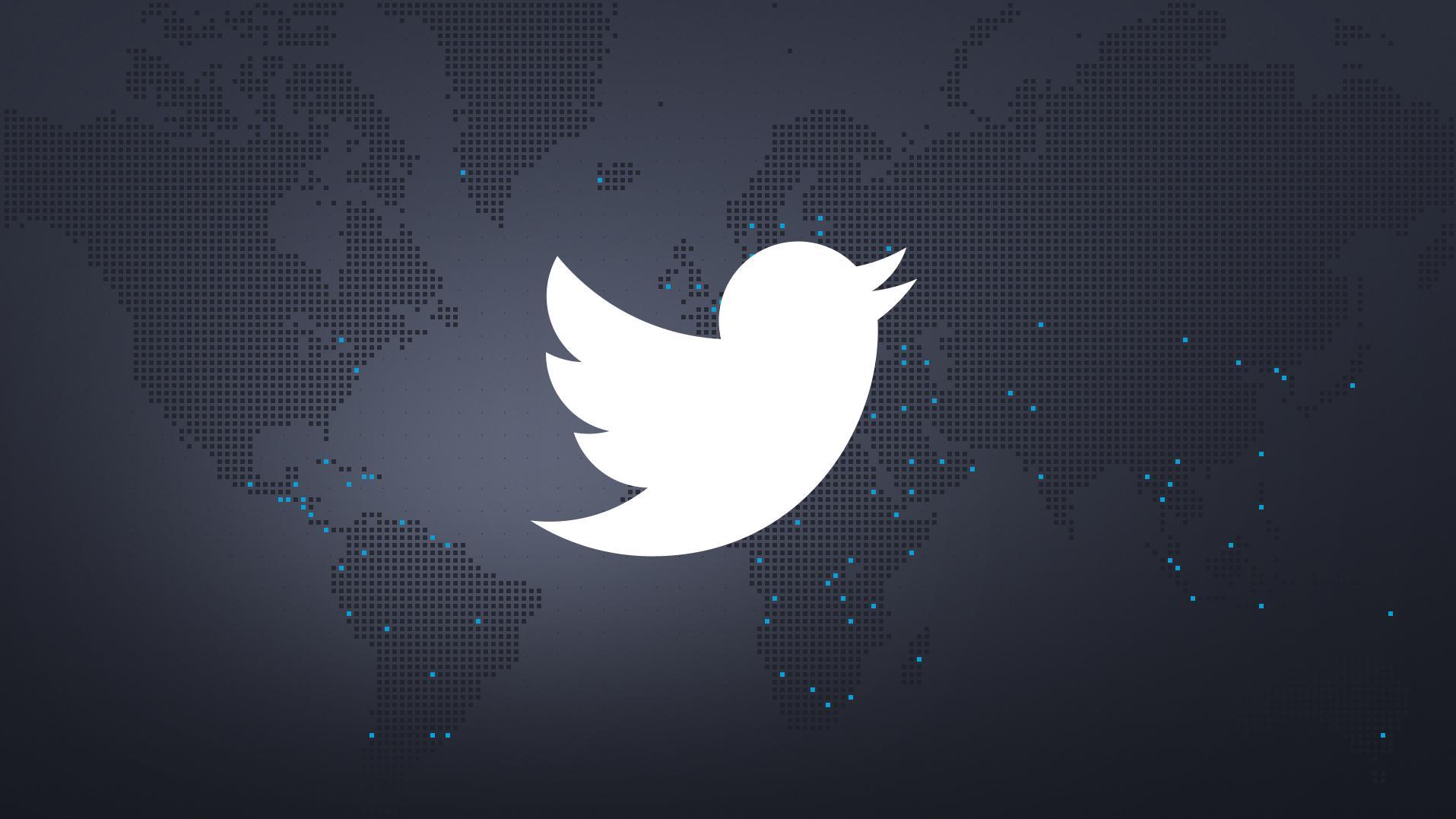 Twitter-Logo auf Weltkarte im schwarz-blauen BR24-Design