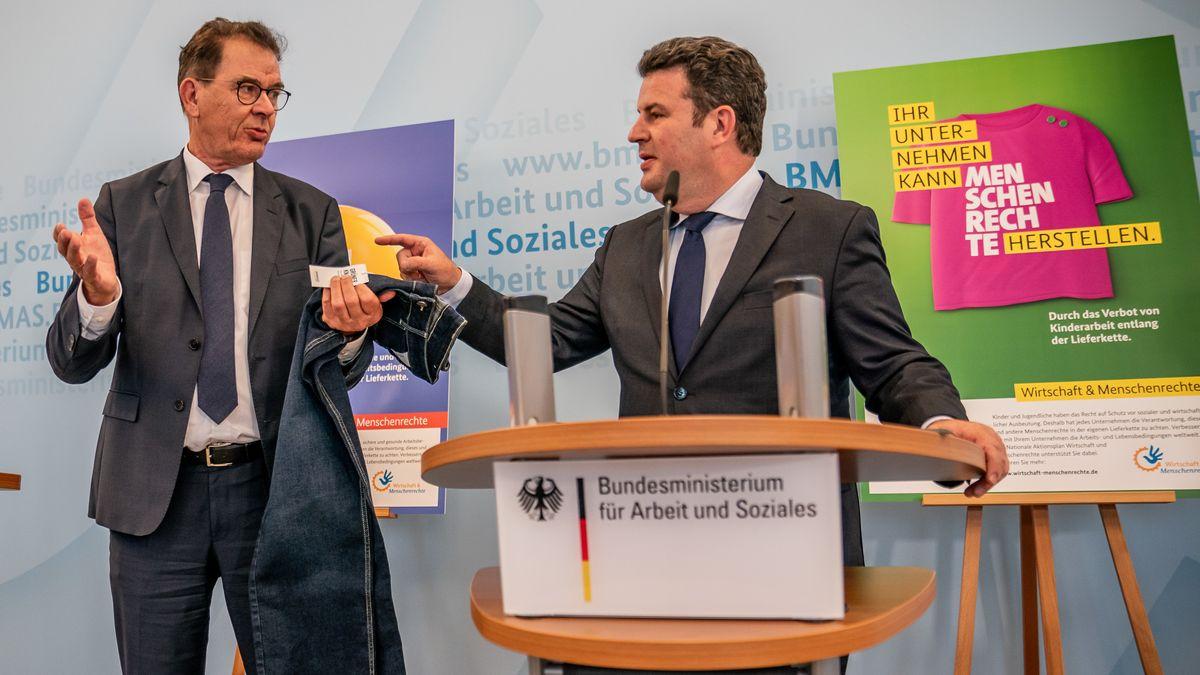 Streit ums Lieferkettengesetz: Gerd Müller, Entwicklungsminister neben Hubertus Heil, Bundesminister für Arbeit und Soziales