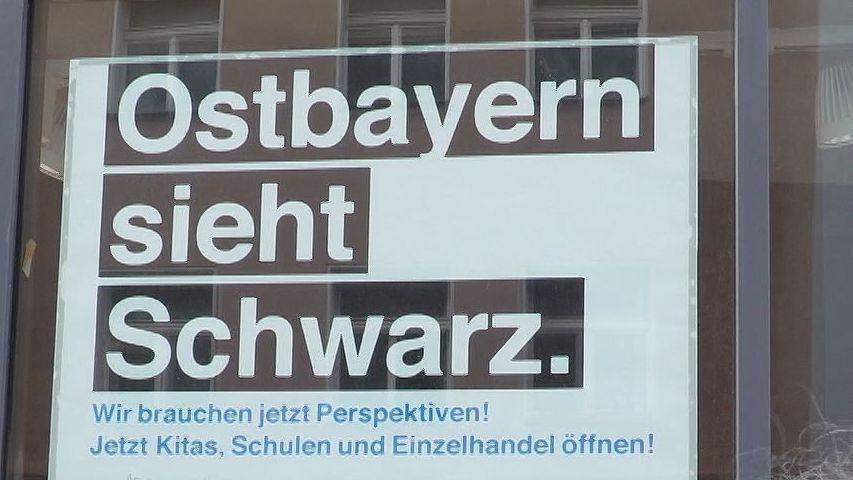 """Ein Plakat der Initiative """"Ostbayern sieht schwarz"""""""