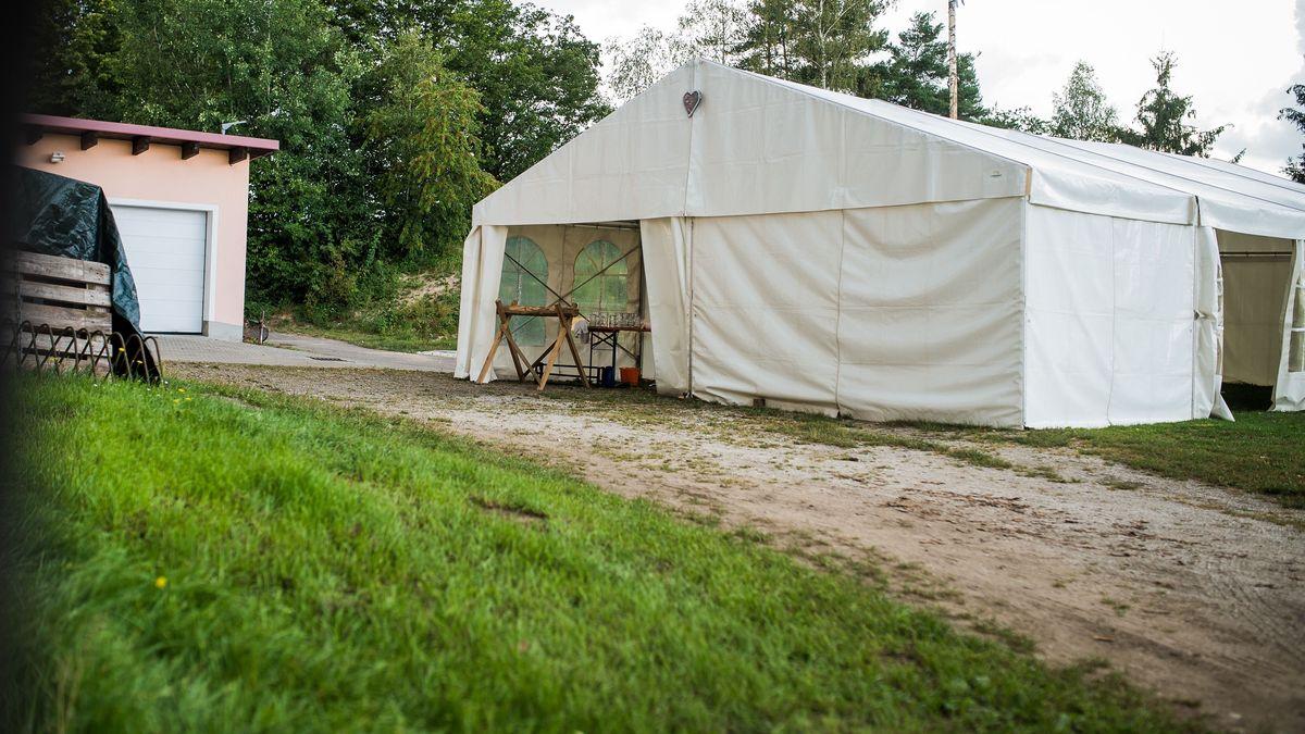 Das Zelt, in dem die Geburtstagsfeier stattfand