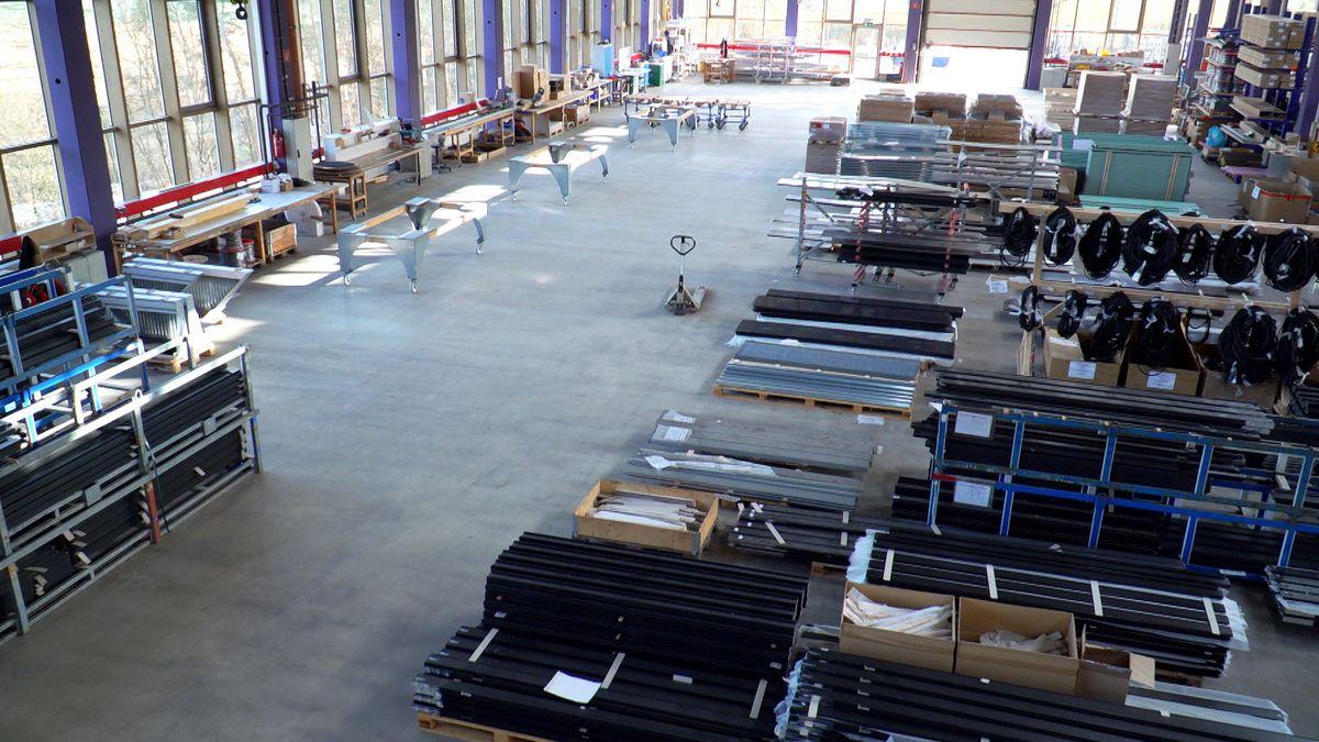 Bild von leerer Produktionshalle