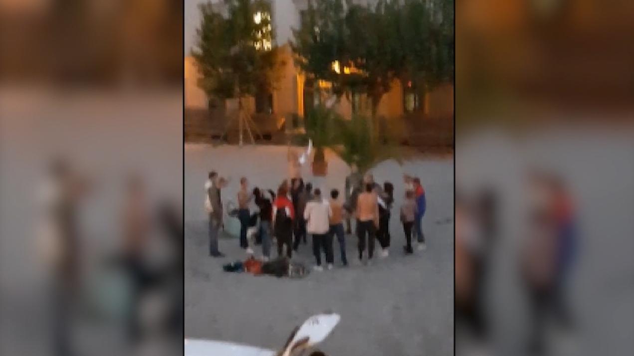 Aggressive Jugendliche feiern auf dem Elias-Holl-Platz in Augsburg
