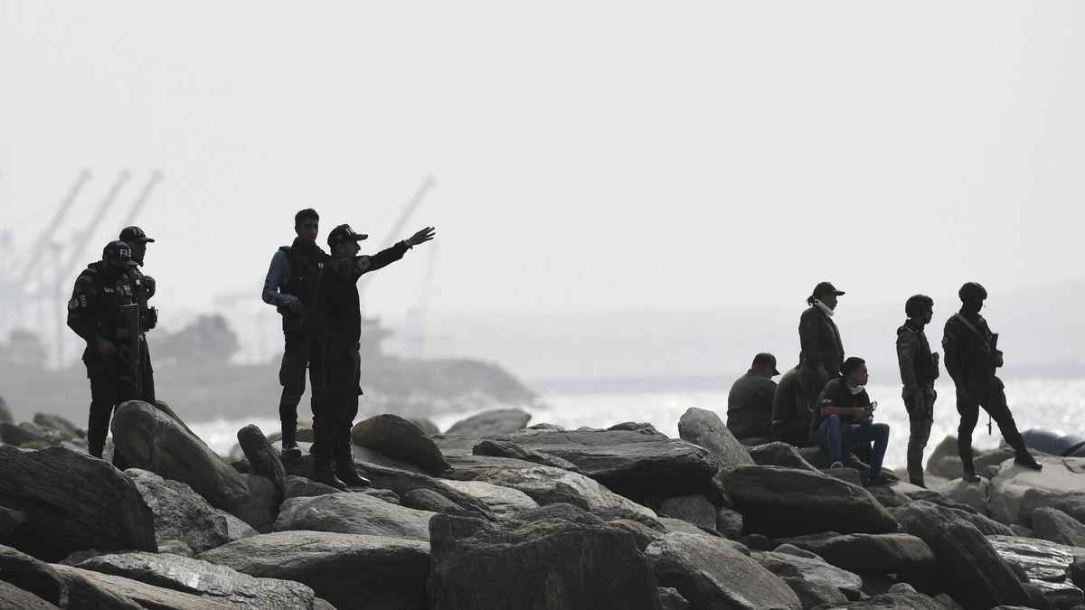 Sicherheitskräfte in der Hafenstadt La Guaira