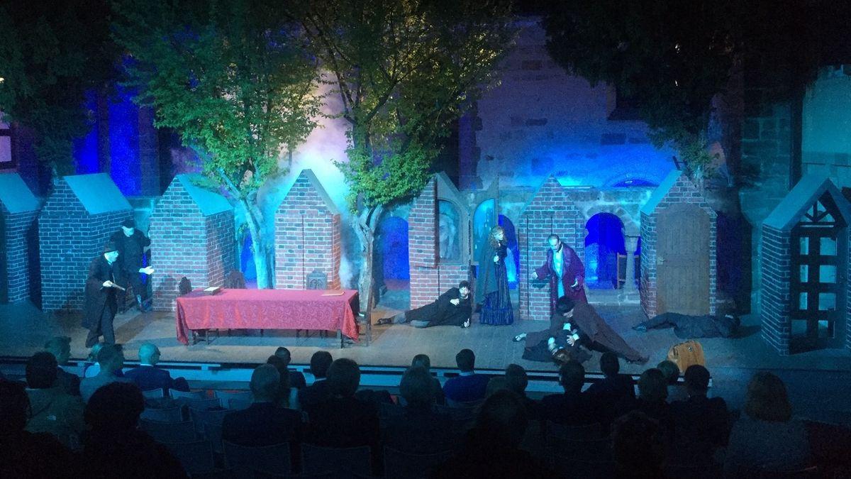 """Dracula""-Premiere bei den Feuchtwanger Kreuzgangfestspielen"