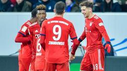 Münchens Doppeltorschütze Leon Goretzka (r) jubelt mit Mannschaftskollegen über seine Treffer. | Bild:dpa-Bildfunk/Uwe Anspach