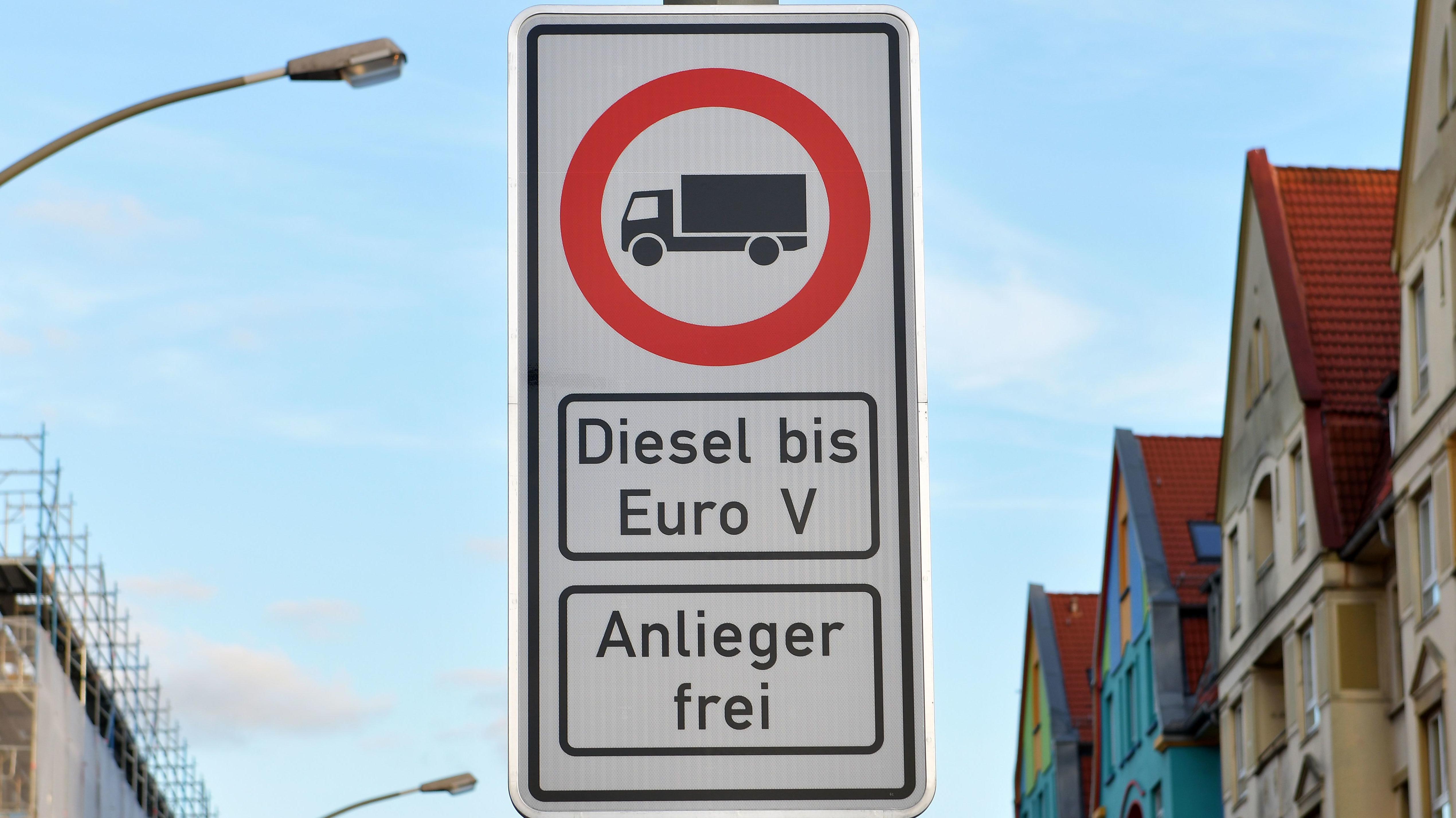 Fahrverbotsschild für Fahrzeuge mit Dieselmotor